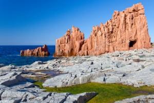 Basaltgestein an der Ostküste Sardiniens