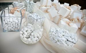 candy bar f r die hochzeit highlight f r gaumen und augen. Black Bedroom Furniture Sets. Home Design Ideas