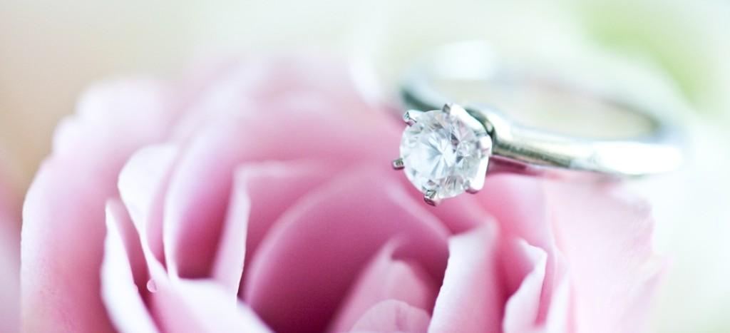 Verlobungsring Was Frauen Wollen Und Manner Kaufen Hochzeit Com