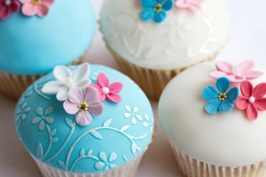 Muffins mit Blütendekor