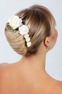 Brautfrisuren Mit Blumen Floraler Chic Fur Die Haare Hochzeit Com