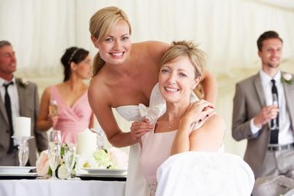 Brautmutter mit Braut