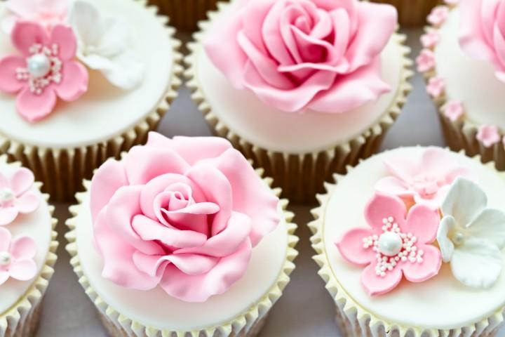 cupcakes muffins sch ne dessert ideen f r die hochzeit. Black Bedroom Furniture Sets. Home Design Ideas