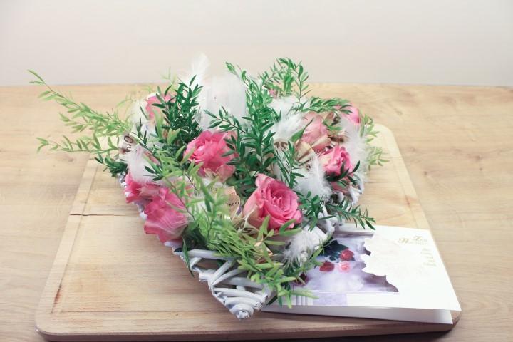 Hochzeitsgeschenk blumengesteck mit finanziellem d nger for Blumengestecke ideen
