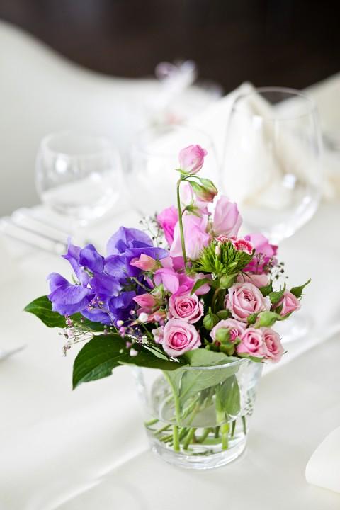 Sommerliche tischdeko ideen f r eine hochzeit im freien - Hochzeits tischdekoration ...