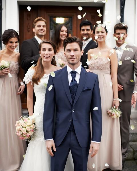 Blauer Hochzeitsanzug von Wilvorst after six