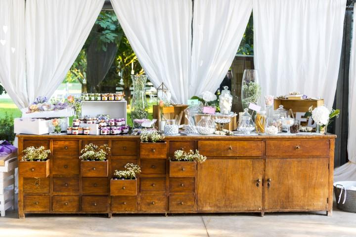 Rustikale Candy Bar mit Blumen
