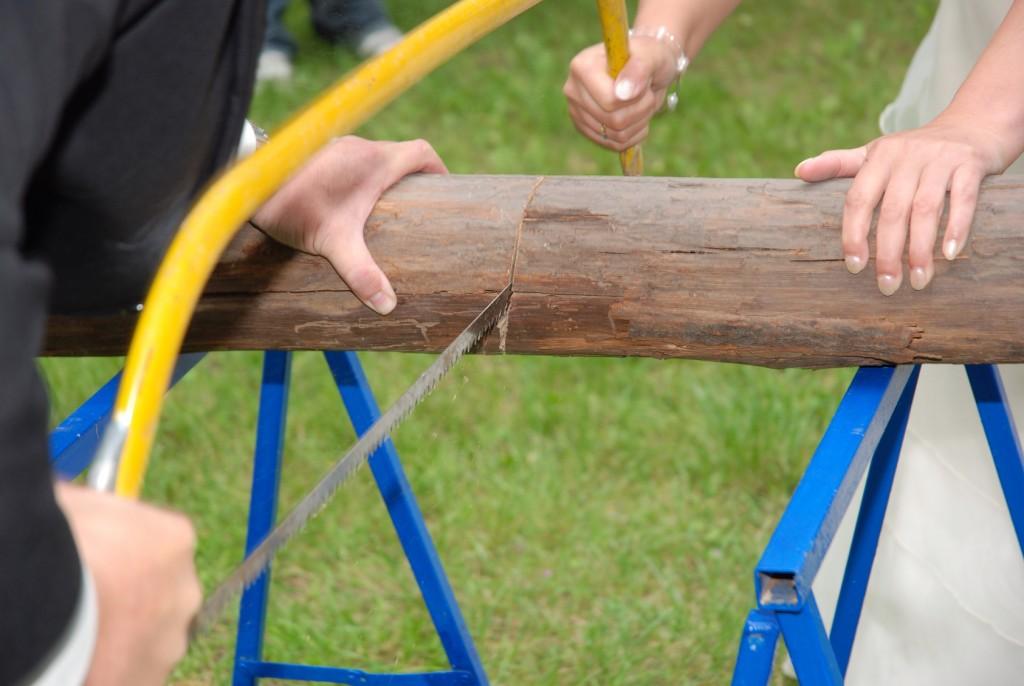 Holzstamm sägen