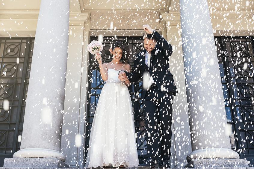 Reis werfen: Bedeutung des Hochzeitsbrauchs