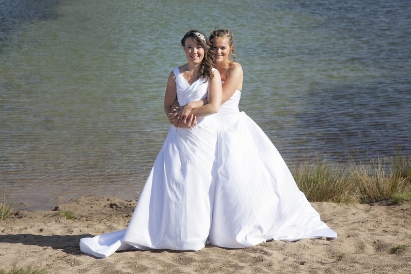 Lesbisches Paar - gleichgeschlechtliche Hochzeit