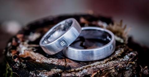 Silberne Verlobungsringe – mit Stein oder schlicht?
