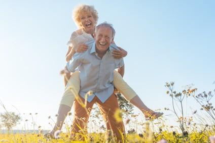 Heiraten im hohen Alter: Studie übers Glücklichwerden