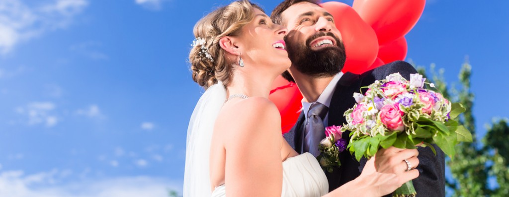 Ballons auf der Hochzeit aufsteigen lassen