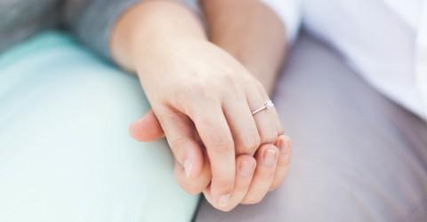 An welche Hand kommt der Verlobungsring?