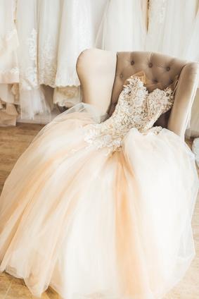 Je nach Brautkleid und Geschmack, sollte auch eine passende Uhr für die Braut gewählt werden