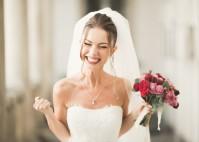 Strahlendes und selbstbewusstes Lächeln auf der Hochzeit mit der richtigen Vorbereitung