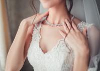 Welcher Schmuck passt zum Hochzeitskleid?